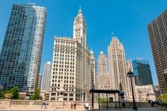 Vue du bâtiment de Wrigley et de la tour de Tribune dans le centre ville de Chicago, l'Illinois, Etats-Unis image libre de droits