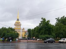 Vue du bâtiment principal d'Amirauté à St Petersburg, Russie Images libres de droits