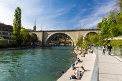 Vue du Baerenpark dans la capitale de Berne, Suisse Photos stock