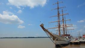 Vue du bateau de formation Guayas le long du Malecon 2000 dans la ville de Guayaquil Photos stock