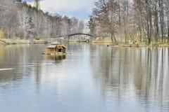 Vue du beau lac en parc de paysage photographie stock libre de droits