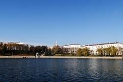 Vue du Belarus Minsk de fleuve de Svisloch Photo libre de droits