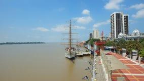 Vue du Buque Escuela Guayas le long du Malecon 2000 dans la ville de Guayaquil Photographie stock