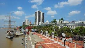 Vue du Buque Escuela Guayas le long du Malecon 2000 dans la ville de Guayaquil Images libres de droits