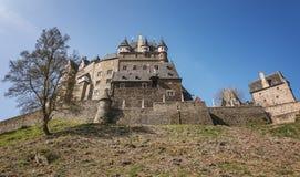 Vue du Burg Eltz de château images stock