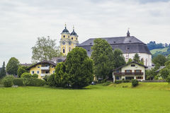 Vue du centre de l'église de Mondsee de St Michael Photographie stock