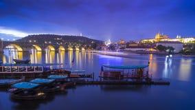 Vue du château de Charles Bridge et de Prague Image libre de droits