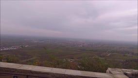 Vue du château de Hambach Hambacher Schloss sur la vallée du Rhin banque de vidéos