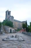 Vue du château de la république du Saint-Marin au coucher du soleil Images libres de droits