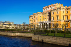 Vue du château de Mikhailovsky Remblai de la rivière Moyka Images libres de droits