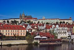Vue du château de Prague de Charles Bridge à Prague Image libre de droits