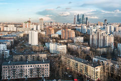 Vue du développement résidentiel et financier de Moscou Photographie stock libre de droits