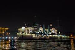 Vue du ` de l'aurore de ` de croiseur Rivière de Neva, St Petersbourg Août 2017 Images libres de droits