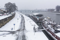 Vue du fleuve Vistule au centre de la ville historique La Vistule est la plus longue rivière en Pologne, à 1.047 kilomètres de lo Photographie stock