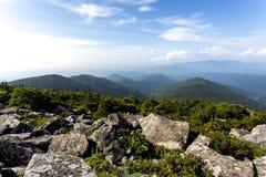 Vue du haut de montagne Livadiyskaya - Pidan dans Sikhote-Alin, Russie photos stock