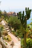 Vue du jardin d'exotique dans Eze, France du sud, vers la mer Méditerranée Photos stock