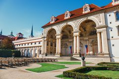 Vue du jardin de Wallenstein à Prague images stock