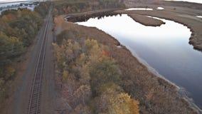 Vue du lac de l'automne dedans bel altitude haute clips vidéos