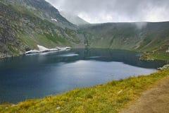 Vue du lac eye avant cyclone, les sept lacs Rila, Bulgarie Photos libres de droits