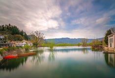Vue du lac Skadar dans Virpazar Photos stock