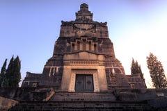 Vue du mausolée et du cimetière d'Adda de ` de Crespi d Photographie stock libre de droits