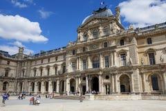 Vue du monde de musée de Louvre photographie stock libre de droits