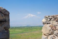 Vue du mont Ararat dans le brouillard Khor Virap, vallée d'Ararat image stock