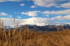 Vue du mont Elbrouz Image stock