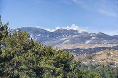 Vue du mont Etna à une altitude de 1.800 mètres avec le resi de neige Photo stock