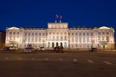 Vue du palais de Mariinsky pendant la nuit de mai St Petersburg Images stock