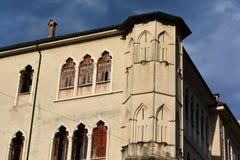 Vue du palais vénitien dans Piazza Maggiore dans Feltre, une ville avec des traditions antiques photo libre de droits
