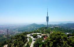 Vue du parc de l'attaraktsna Barcelone, s'ouvrant de la taille de la colline de Tibidabo photos stock