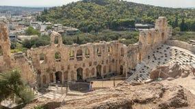 Vue du paysage urbain d'Athènes par le théâtre en pierre antique, Grèce photographie stock