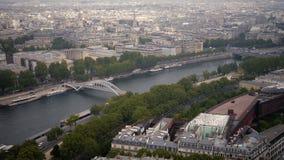 Vue du paysage urbain de Paris, Ile de France, France de la Seine au stade du sportif Emile Anthoine de centre banque de vidéos