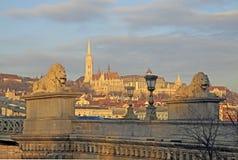 Vue du pont à chaînes de Szechenyi sur Matthias Church, Budapest Photos libres de droits