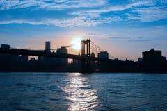 Vue du pont de Brooklyn au coucher du soleil Photo libre de droits