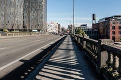 Vue du pont de Burnside faisant face à la section du sud-est de Portland, OU Images stock