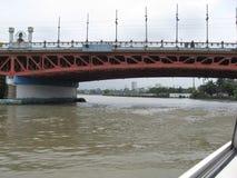 Vue du pont de Nagtahan au-dessus de la rivière de Pasig, Manille, Philippines photo stock