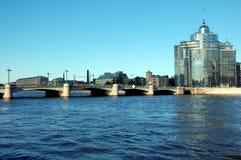 Vue du pont Sampson et résidentielle complexe de la «aurore» Photo stock
