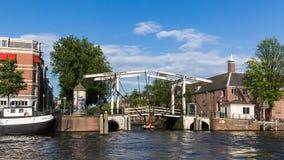 Vue du pont suspendu typique Peperbrug d'Amsterdam chez l'Oud Images stock