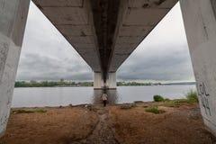 Vue du pont symétrie Kostroma Russie images stock