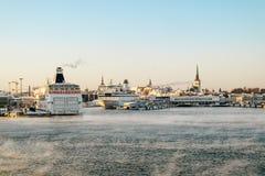 Vue du port de Tallinn et de l'hiver de mer baltique l'Estonie Photos libres de droits