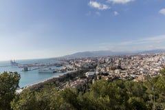 Vue du port et de la plage de la ville de Malaga Espagne photos libres de droits