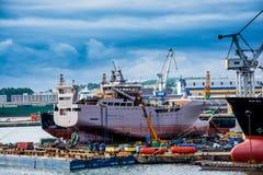 Vue du port et du chantier naval de quai Photographie stock libre de droits