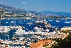 Vue du port maritime et de la ville de Monte Carlo au Monaco Image stock