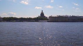 Vue du remblai d'Amirauté à St Petersburg banque de vidéos
