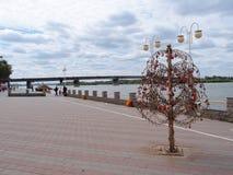 Vue du remblai de la rivière Irtysh au centre du Images libres de droits