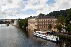Vue du remblai de rivière de Vltava photographie stock libre de droits