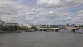 Vue du remblai et du pont banque de vidéos