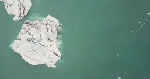 Vue du rivage de brise-glace de l'océan du nord clips vidéos